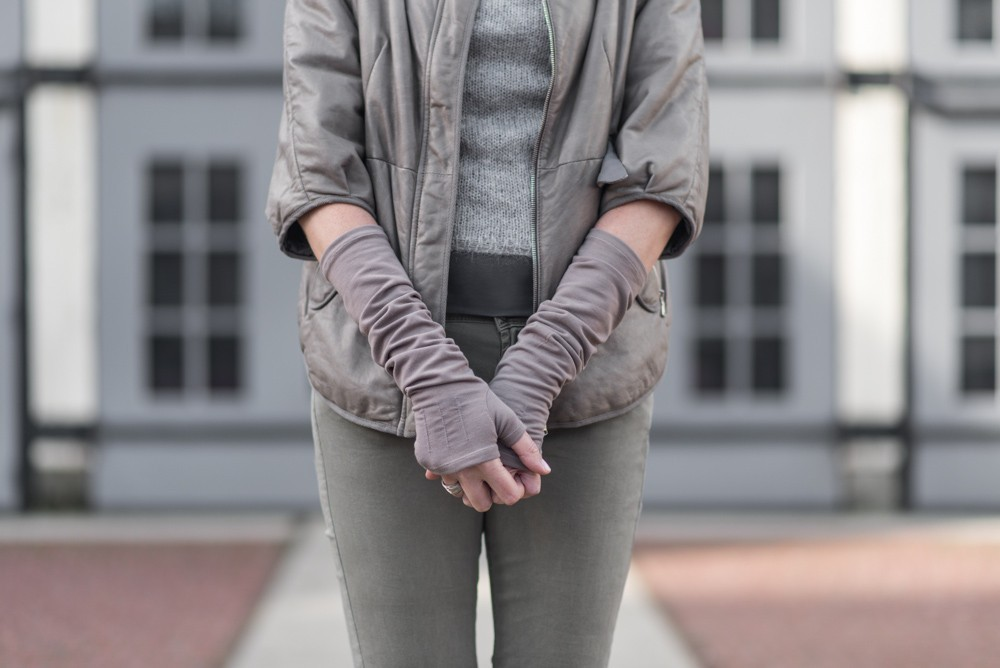Ayla Gloves in taupe