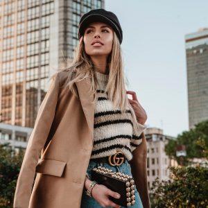 woman wearing fall fashion trends