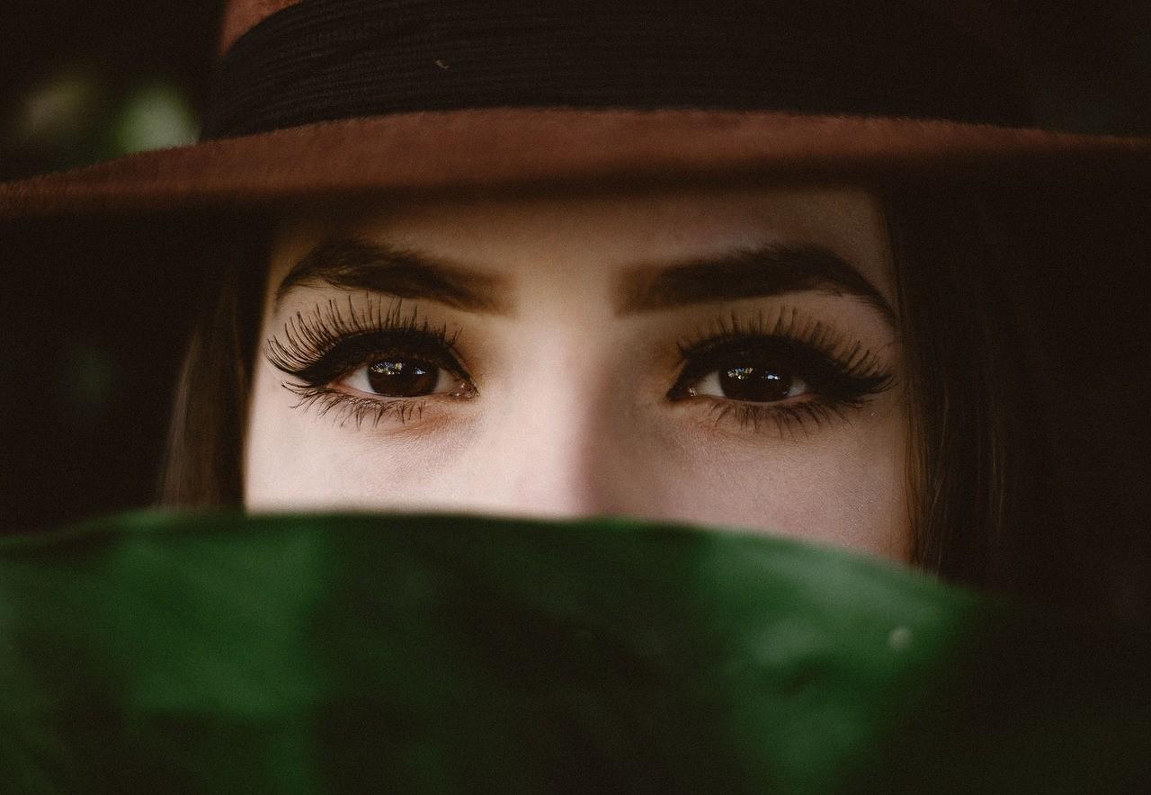 woman eyebrow photo