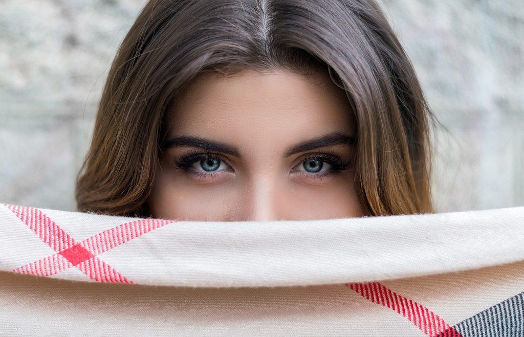 woman eyebrow