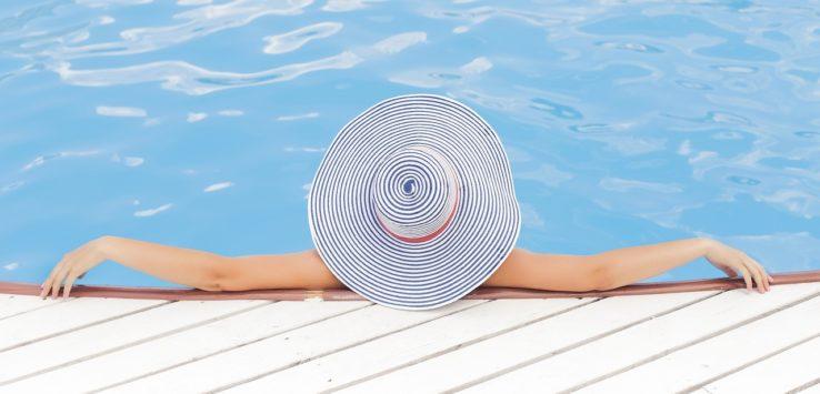 woman wearing a summer hat